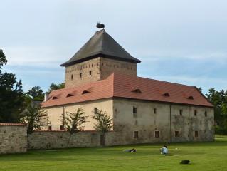 Obytná věž Dolní tvrze