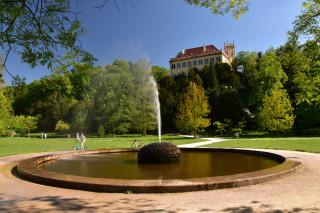 Praha: fontána a Místodržitelský letohrádek ve Stromovce