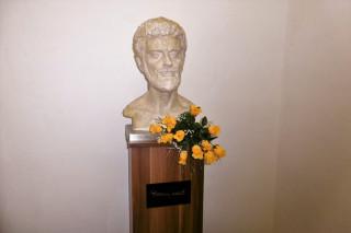 Busta Waldemara Matušky od jaroměřského sochaře Petra Nováka