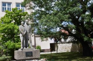 Sousoší T. G. Masaryka a Edvarda Beneše