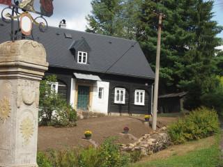 Pro kraj charakteristické domy s podstávkami