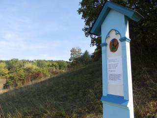 Pomníček hořci jarnímu u Velkého Vřešťova