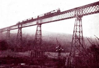 1 Původní most přes Jihlavu s příhradovými pilíři foto archiv