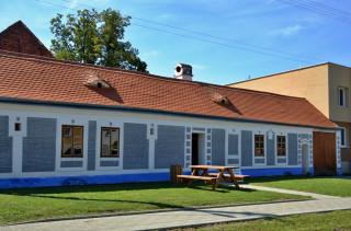 Rodný dům Joži a Franty Uprkových. V sedlové střeše jsou dobře patrná dvě okénka ve tvaru volských ok.