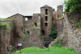 Díky informačním cedulím máme neustále přehled o způsobu života na hradě