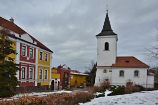 Původně románský kostel sv. Martina v Řepích
