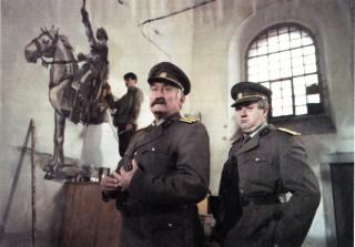 Pavel Landovský (Terazky) a Bronislav Poloczek (kapitán Ořech) v kostele pod Janem Žižkou (foto archiv města Nepomuk)