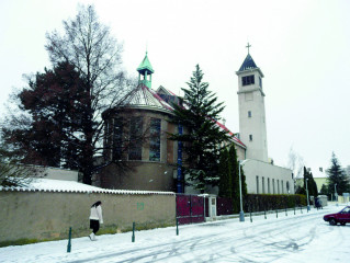 Kostel Panny Marie – Královny míru ve Lhotce