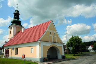 Víceúčelová kaple na návsi ve Svinkách