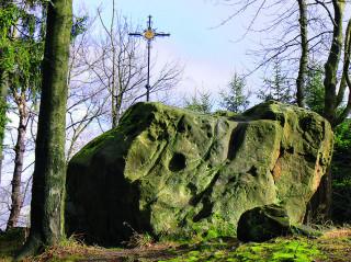 Čertův kámen na vrcholu Klášťova
