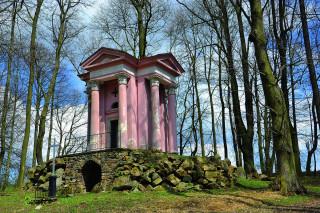 Bývalá hrobka Mitrovských v Dolní Rožínce