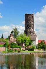 Celkový pohled na zbytky hradu Jenštejn
