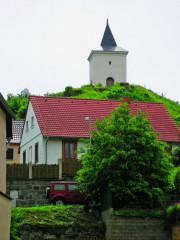 Barokní zvonice nad náměstím
