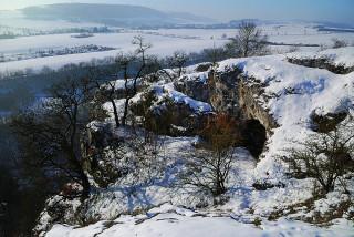 Děravá jeskyně – místo, které dalo světu nález břidlicové destičky s rytinou jednorožce.