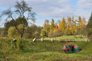Atypický objekt a muzeum opevnění pod silnicí Bratronice – Dolní Bezděkov