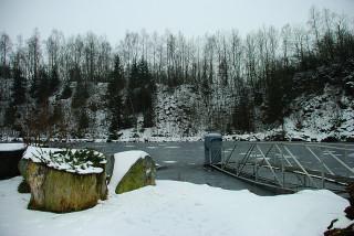 Pohled na Lomeček s pozorovací stanicí