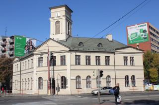 Dnes je bývalá staniční budova pochopitelně památkově chráněna.