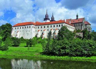 Třebíčský zámek od řeky Jihlavy