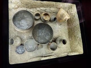 V zámecké expozici jsou prezentovány četné archeologické nálezy z okolí Svijan