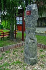 Hřivčický kámen dosahuje výše 1,8 metru a váží přibližně 600 kilogramů. Pokud by se jednalo o menhir, tak by pravděpodobně spadal do bójského období, orientačně časově ohraničeného 4. až 2. stoletím před naším letopočtem.