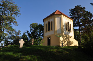 Zvonice dala celému parkovému areálu jméno.