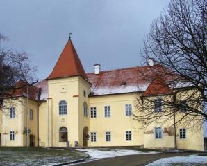 Kněžický zámek