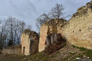 Skrovné pozůstatky hradu Pravda. (foto M. Majer)
