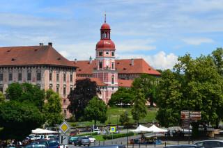 Roudnice nad Labem – pohled z Karlova náměstí na raně barokní zámek
