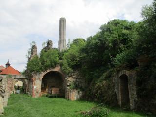 Zřícenina hradu Roupov a jeho černá kuchyně