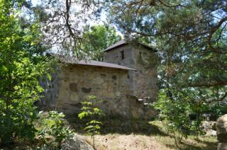 Švecburg je postaven z masivního kamenného zdiva.